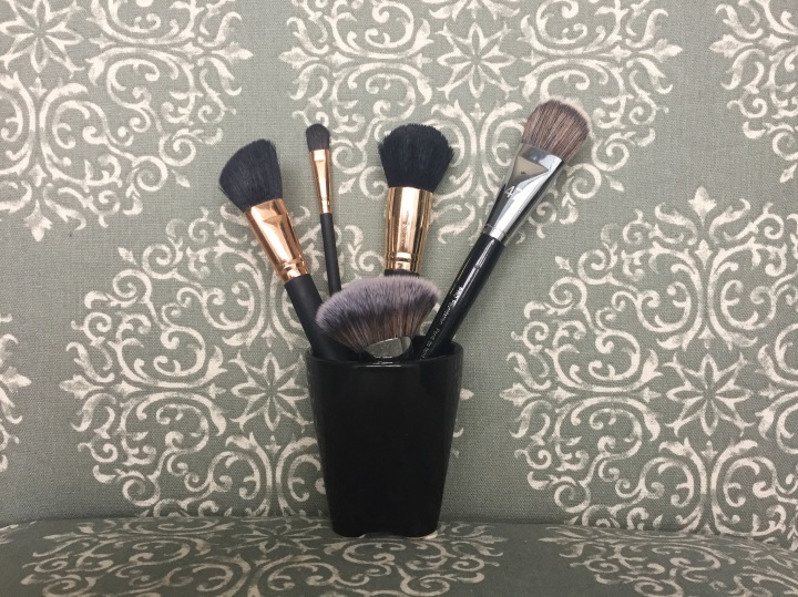 Why you NEED to clean your makeupbrushes!